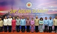 ASEAN supports peaceful solution to Thailand's crisis