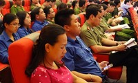 Educating Youth Union staff about Vietnam's sea and islands
