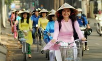 """Ao dai"" festival in Ho Chi Minh city delights visitors"