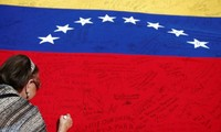 Venezuela accuses opposition of fake signatures to call for referendum