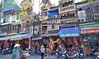 CNN features Hanoi street life