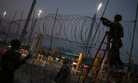US reopens border crossing with Mexico after migrants attempt breach