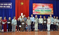 Tet gifts presented to poor people