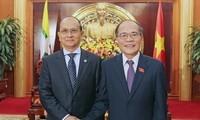Parlamentspräsident Nguyen Sinh Hung empfängt Myanmars Präsident