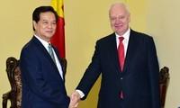 Premierminister empfängt Parlamentspräsident Schwedens und Botschafter Russlands