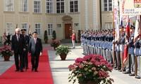 Staatsbesuch: Truong Tan Sang führt Gespräch mit dem Präsident Tschechiens Milos Zeman