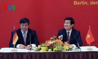 Staatspräsident Truong Tan Sang trifft Vertreter der vietnamesischen Gemeinschaft in Deutschland