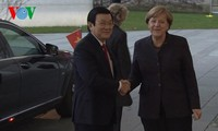 Staatspräsident Truong Tan Sang trifft deutsche Bundeskanzlerin Angela Merkel