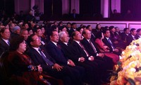 Treffen mit Abgeordneten aller Legislaturperioden der Stadt Hanoi