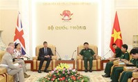 Generaloberst Vo Van Tuan empfängt den britischen Botschafter in Vietnam