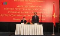 Staatspräsident Tran Dai Quang besucht vietnamesische Botschaft in Singapur