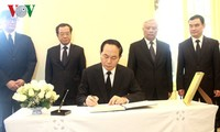 Kondolenzbesuch des Staatspräsidenten Tran Dai Quang zum Tod des thailändischen Königs