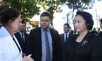 Parlamentspräsidentin Nguyen Thi Kim Ngan legt Kranz am Ho Chi Minh-Denkmal in Kuba nieder