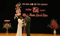 Vietnamesen in Angola und Tschechien empfangen das Neujahr 2017