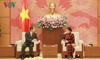Parlamentspräsidentin Nguyen Thi Kim Ngan empfängt den japanischen Botschafter