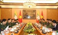 Staatspräsident Tran Dai Quang empfängt den myanmarischen Oberbefehlshaber Min Aung Hlaing