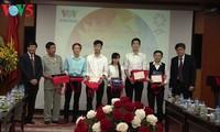 VOV überreicht Preise des Wettbewerbs über Wissen über APEC in Vietnam 2017