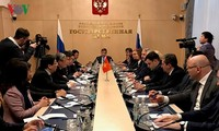 Hochrangige Delegation der KPV besucht Russland