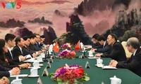 Vizeparlamentspräsident Do Ba Ty besucht China