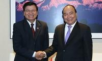 Premierminister Nguyen Xuan Phuc trifft seine Amtskollegen aus Laos und Kambodscha