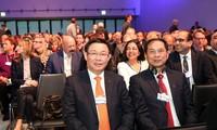 Vietnam und ASEAN-Gemeinschaft streben nach wohlhabender Entwicklung