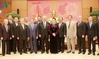 Parlamentspräsidentin empfängt den Sonderberater der japanisch-vietnamesischen Abgeordnetengruppe