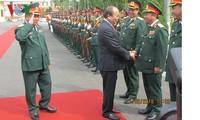 Premierminister Nguyen Xuan Phuc besucht den Kommandostab der Militärregion 5 in Da Nang