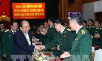 Premierminister Nguyen Xuan Phuc überprüft die Kampfbereitschaft des Kommandostabs der Stadt Hanoi