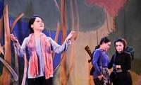 """Cai Luong-Theaterstück """"Die weiße Pflaumenblüte"""" auf der Bühne in Can Tho"""