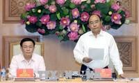 Premierminister Nguyen Xuan Phuc nimmt an der Sitzung des Nationalrats für Währungspolitik teil