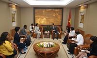 Vizepremierminister Vu Duc Dam empfängt die Direktorin des globalen Anti-Tuberkulose-Programm