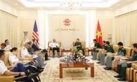 Generaloberst Phan Van Giang empfängt den Befehlshaber des US-Heeres der pazifischen Region
