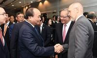 Premierminister Nguyen Xuan Phuc führt Dialog mit führenden US-Investoren