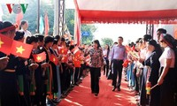 Vizestaatspräsidentin Dang Thi Ngoc Thinh nimmt am Festtag der Solidarität des Volkes teil