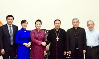 Aktivitäten zum Glückwunsch der Katholiken zum Weihnachtsfest