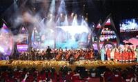 """KPV-Generalsekretär Nguyen Phu Trong nimmt am Programm """"Frühling in der Heimat"""" teil"""