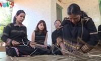 Gia Lai: Jarai-Volksgruppe bewahrt die traditionelle Art der Mattenherstellung