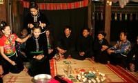 """""""Tang Cau"""" – Das besondere Hochzeitsritual der Frauen der Volksgruppe Thai Den"""
