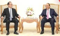 Premierminister Nguyen Xuan Phuc empfängt neue Botschafter aus Bulgarien und Uruguay in Vietnam