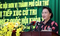 Parlamentspräsidentin Nguyen Thi Kim Ngan trifft Wähler der Stadt Can Tho