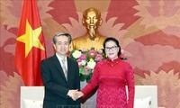 Parlamentspräsidentin Nguyen Thi Kim Ngan empfängt den neuen chinesischen Botschafter in Vietnam