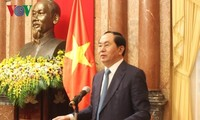 Vietnam, Laos give top priority to bringing bilateral ties to new height