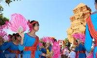 Cham people celebrate Kate festival
