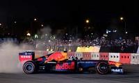 F1 legend burns rubber in Hanoi