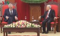 ผู้นำเวียดนามให้การต้อนรับประธานาธิบดีสาธารณรัฐเช็ก