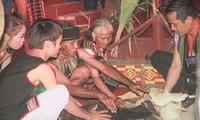 ประเพณีการเซ่นไหว้เพื่อขอให้สุขภาพแข็งแรงของชาวเผ่าเมอนง