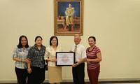 สถานทูตไทยมอบเงินช่วยเหลือแก่สมาคมผู้ประสบภัยสารไดออกซินกรุงฮานอยเพื่อสนับสนุนกิจกรรมของสมาคมฯ