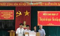 สถานทูตไทยมอบของขวัญและเงินช่วยเหลือแก่ศูนย์เลี้ยงดูผู้ประสบภัยสารไดออกซิน กรุงฮานอย