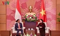 ประธานสภาแห่งชาติเหงวียนถิกิมเงินให้การต้อนรับประธานาธิบดีอินโดนีเซีย