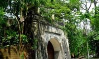 กำแพงเมืองเก่าเซินเตย-โบราณสถานทางประวัติศาสตร์ที่โดดเด่นของกรุงฮานอย